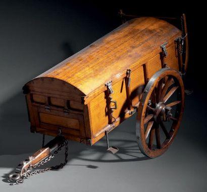 FOURGON À MUNITIONS et forge de campagne en frêne et résineux ou acier. Le fourgon...