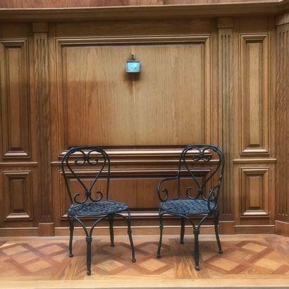 PAIRE DE SIÈGES DE JARDIN en fer à assises...