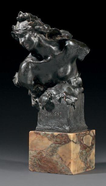 JULES DESBOIS (1851-1955) La Vigne Épreuve en bronze patiné Signée sur la base à...
