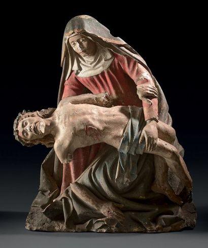 VIERGE DE PITIÉ en pierre calcaire sculptée...