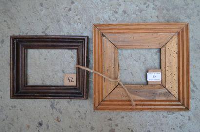 Deux cadres en bois mouluré  Début du XXe...