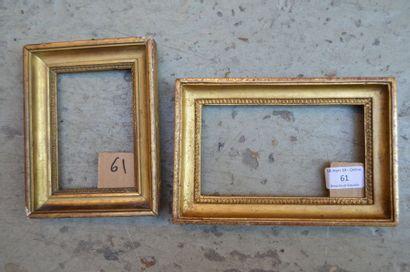Deux gorges en bois mouluré et stuc doré...