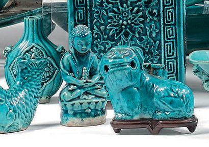 CHINE XVIIIe siècle Ensemble comprenant deux chimères, un crapaud, un chien de Fô...