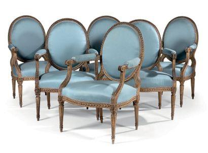 RECTIFICATIF : UN DÉ DE RACCORDEMENT MANQUANT Suite de douze fauteuils à la reine...
