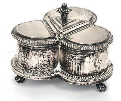 Boîte à épices en argent de forme trilobée,...