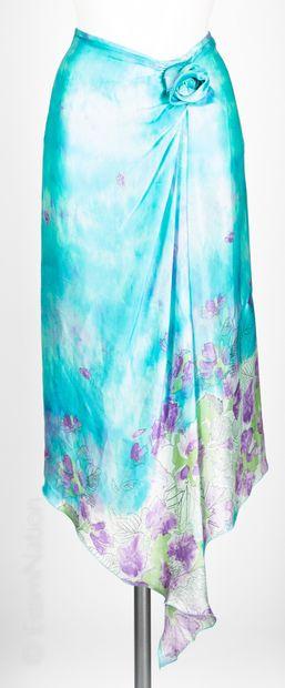Emmanuel UNGARO DEUX JUPES à longueur asymétrique en soie imprimée d'un motif floral...