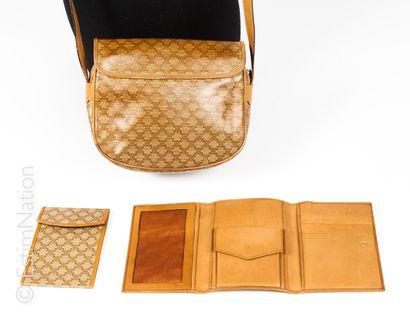 CELINE vintage ENSEMBLE en toile enduite et cuir gold comprenant une besace (décolorations)(17...
