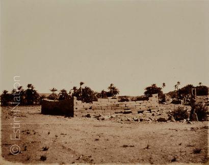 Félix TEYNARD (Français, 1817-1892) Tâfah (Taphis) - Ruines de constructions à assises...