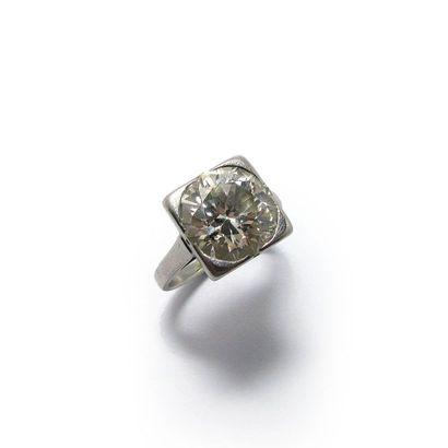 Bague BAGUE en platine, ornée d'un diamant taille ancienne en serti griffe.  Poids...