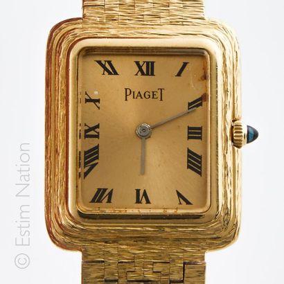 PIAGET. Modèle Beta. Montre bracelet en or...