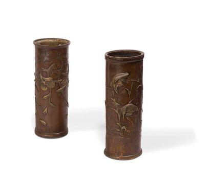 Paire de vases cylindrique en sentoku à décors...
