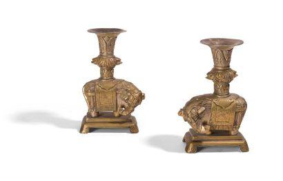 Paire de sculptures en bronze anciennement...