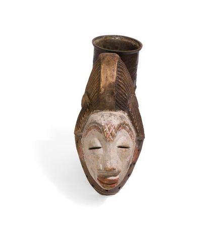 Masque féminin de style Punu. Gabon