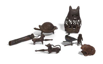 Ensemble de huit sculptures en bronze et...