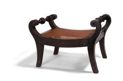 Repose pied en bois exotique noirci et assise...