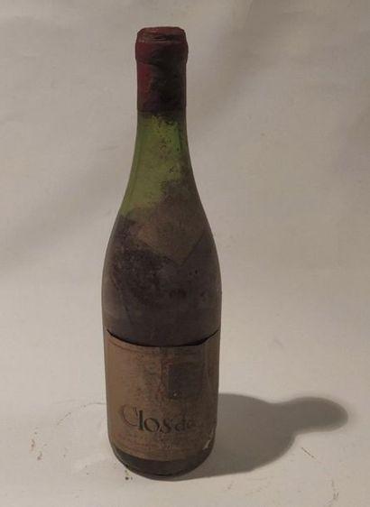 Une bouteille Clos de Tart Momessin. Bourgogne appellation contrôlée  - 1945. Niveau...