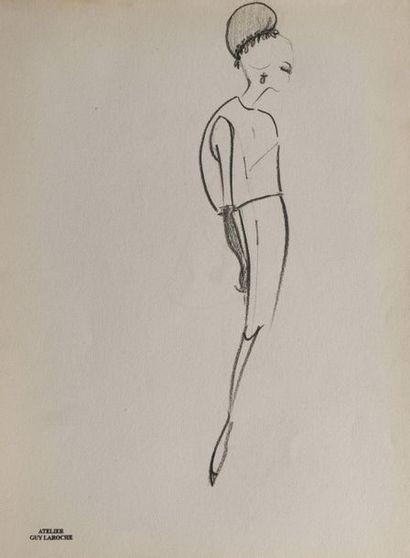 ECOLE FRANCAISE DU XXème siècle Suite de sept dessins de mode.  Cachet de l'atelier...
