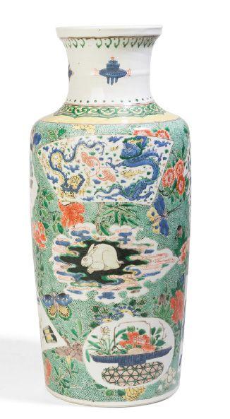 - Vase rouleau en porcelaine et émaux de...