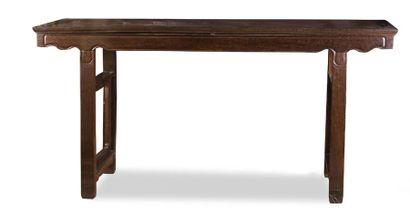 - Importante table d'autel en hongmu mouluré...