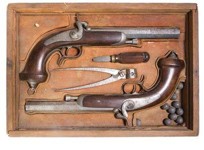 - Nécessaire de duel dans un coffret en bois...