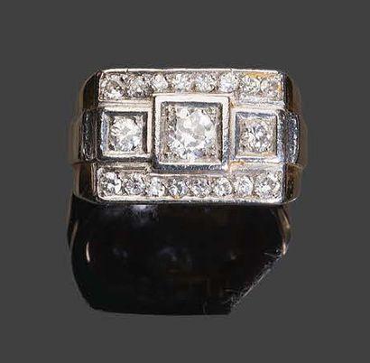 - Bague en or jaune et platine sertie de diamants de taille rose et de taille brillant...