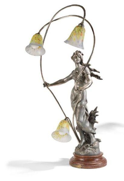 - Lampe en régule à décor de femme aux cheveux...