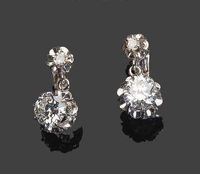 - Paire de pendants d'oreilles en or blanc,...