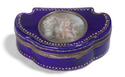 - Boite trilobé en métal émaillé bleu à décor...