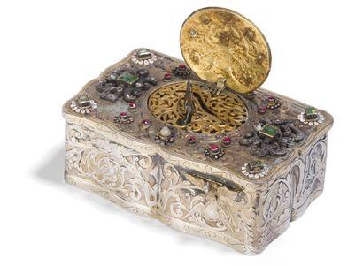 - Boite à musique en bronze argenté damasquiné...
