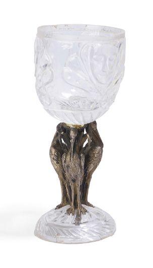 - Verre en cristal moulé à décors de masques....