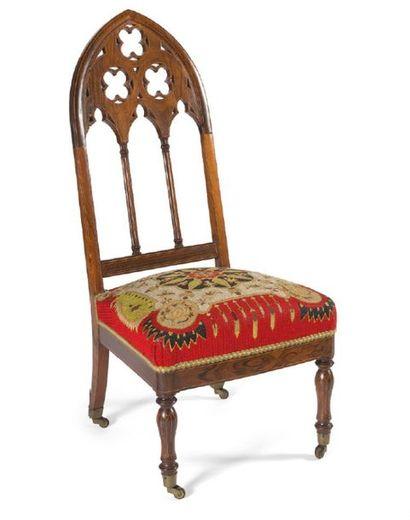 - Chaise chauffeuse en bois mouluré et bois...
