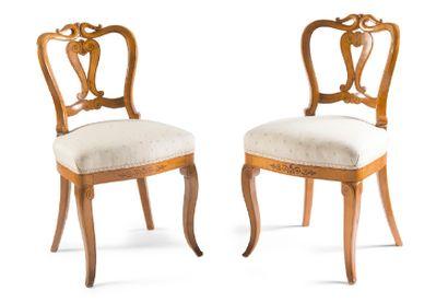 - Paire de chaises en bois marqueté de fifififilets,...
