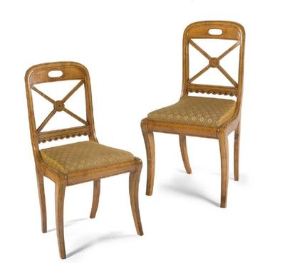 - Paire de chaises en bois de placage, le...