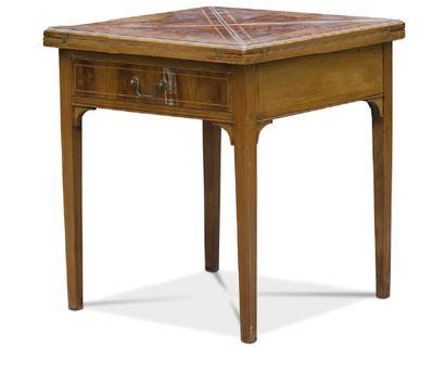- Table à jeux en bois de placage à décor...