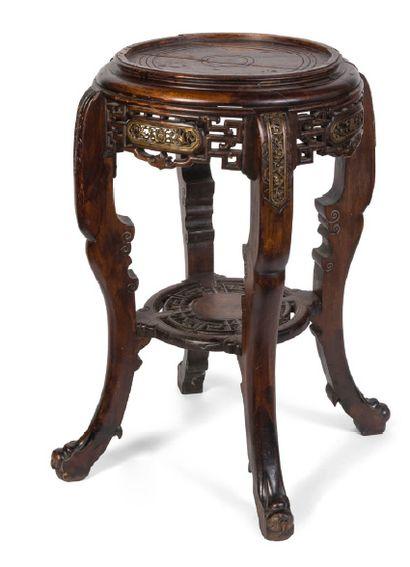 - Sellette en bois sculpté et mouluré à décor...