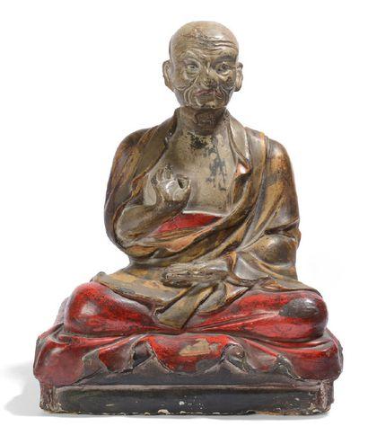 Statuette en bois laqué, représentant un...