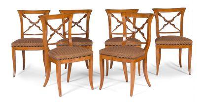 Suite de onze chaises en bois sculpté et...