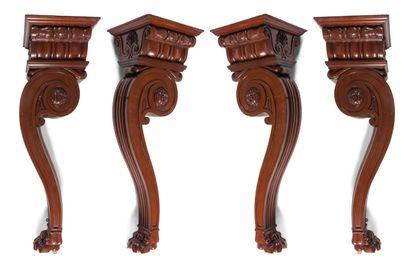 Ensemble de quatre consoles en bois sculpté,...