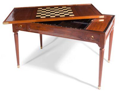 Table à jeux en acajou et placage d'acajou...