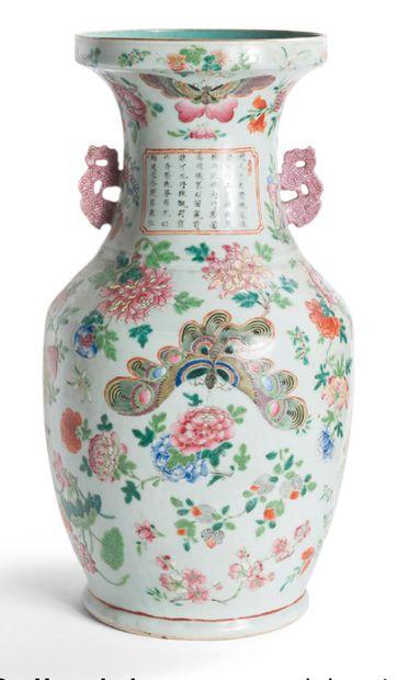 Vase balustre en porcelaine et émaux de la...