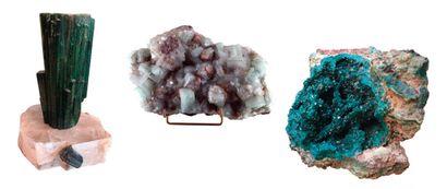 Bel ensemble de minéraux comprenant un Tourmaline...