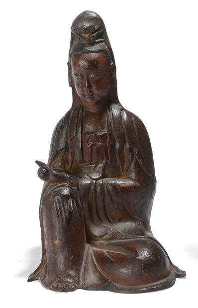 Sujet en bronze laqué, représentant Guanyin...
