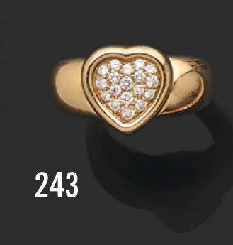 PIAGET Bague en or jaune 18K (750) appliquée d'un coeur serti de diamants taillés...