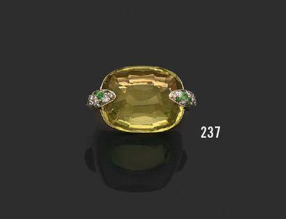 POMELLATO Pin up Bague en or jaune 750°/°° (18k), ornée d'une citrine dans des griffes...