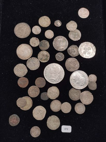 38 Monnaies de Louis VI à Louis XV principalement...