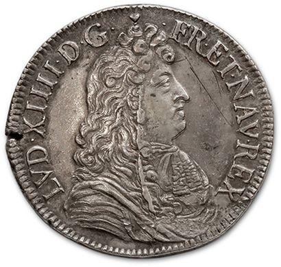 Écu à la cravate. 1680. La Rochelle. D. 1493....