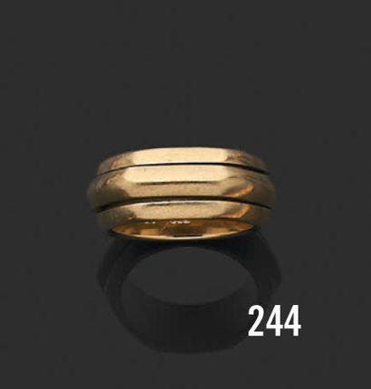 PIAGET Possession Bague en or jaune 18K (750) composée d'un anneau amovible. Signé...
