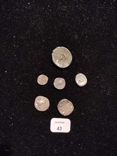 CORIOSOLITES: statère de billon. EDUENS: denarius: 2 examples with helmeted head....