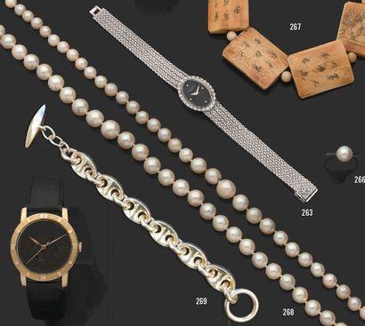 Lot de deux colliers de perles de culture....