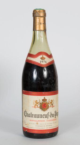 2 bouteilles de Châteauneuf du Pape 1976...